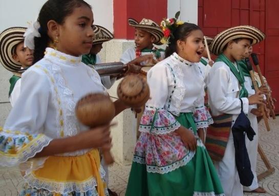 Gaiteros_en_el_Festival_del_Porro,_Colombia